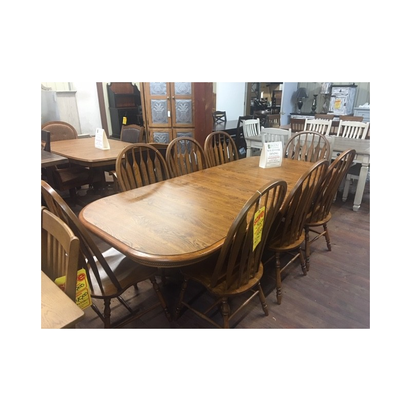 Legacy Oak Table And 8 Chairs